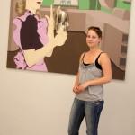 Kamila Rýparová před svým obrazem v galerii MGM
