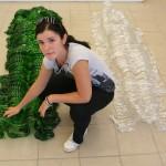 Viera Sobková se svou skleněnou plastikou Naši